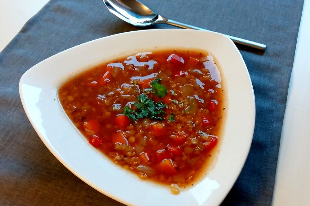 Zupa z soczewicą i komosą ryżową (467 kcal)