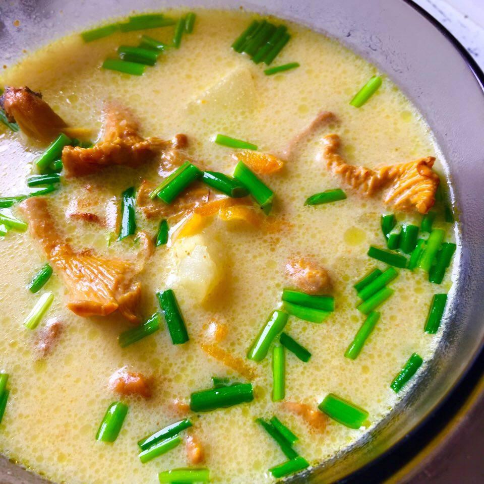 Zupa kurkowa ze szczypiorkiem