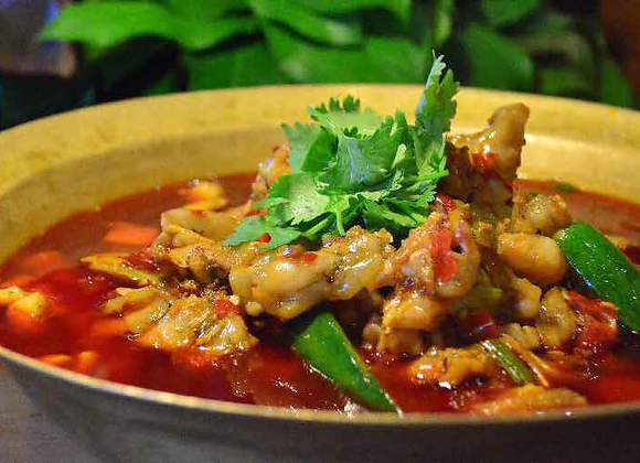 跳水牛蛙 Boiled Frog Legs in Spicy Chili Pot