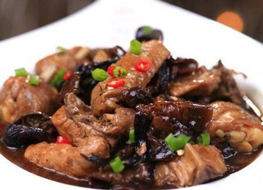 小鸡炖蘑菇 Stewed Chicken with Chinese Mushroom