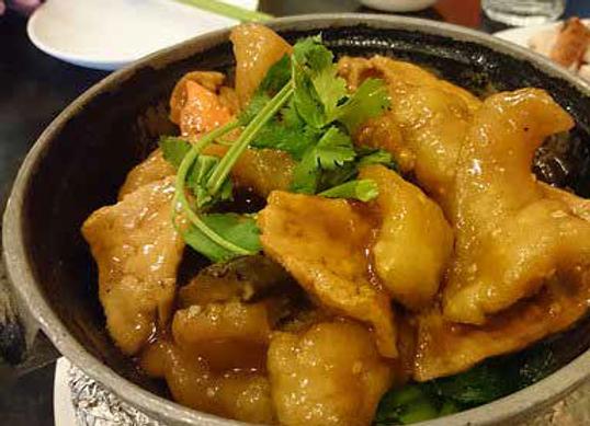 班楠豆腐煲 Fish Fillet Cooked with Bean Curd