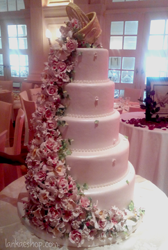wedding-cake-with-cattelia-orchids-roses