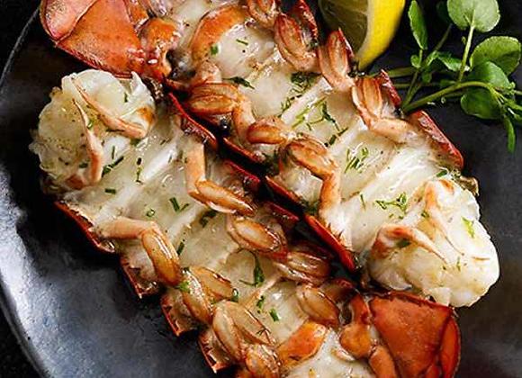 姜葱龙虾脆面 Fried Lobster with Ginger and Spring Onion and Crispy Noodles
