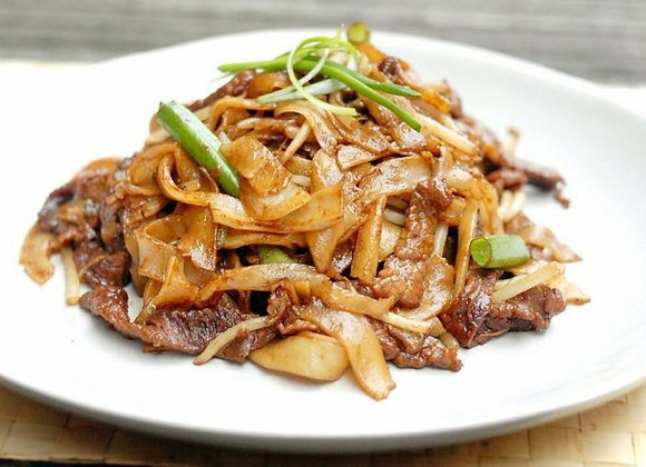 干炒牛河 Stir-Fried Rice Noodles with Beef