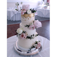 3-Tier-Ripple-Cake-with-pale-pink-flower