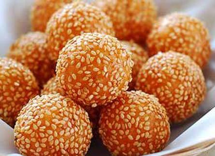 炸麻团 Deep Fried Glutinous Rice Balls with Sesame Seeds