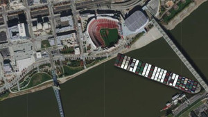 Large Cargo Ship Stuck on the Ohio River