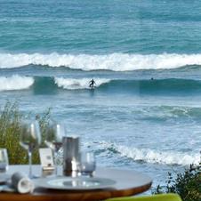 Surfers devant Le Landemer