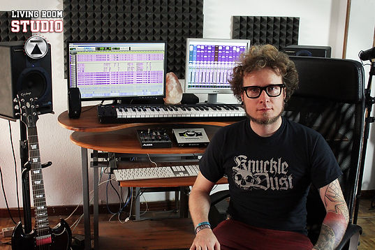 Axel Tougeron productor in wave studio