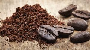 Use borras de café nos vasos de plantas para neutralizador odores e dar um cheirinho nos ambientes. Weclean Limpezas Domésticas Lisboa.