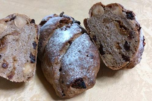 2-4 ドライフルーツのパン