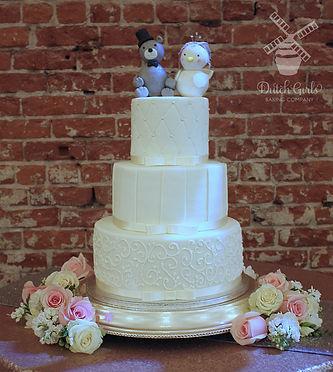 Bird and Bear weddeing cake