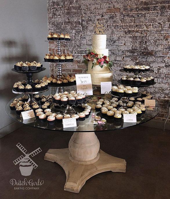 cupcake dessert table