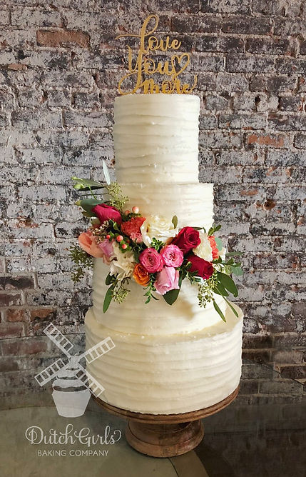 Rustic cake with fresh flowers