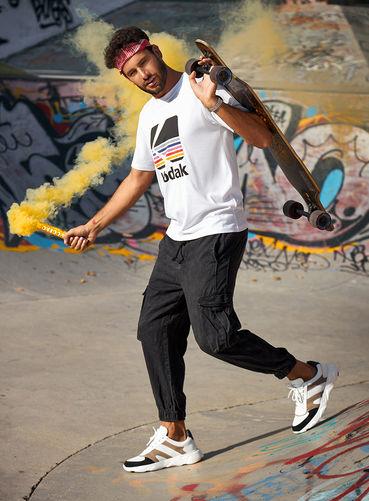 savelli shoes snickers jeans skateboard white sport rebel fire_run social media sharecampaign