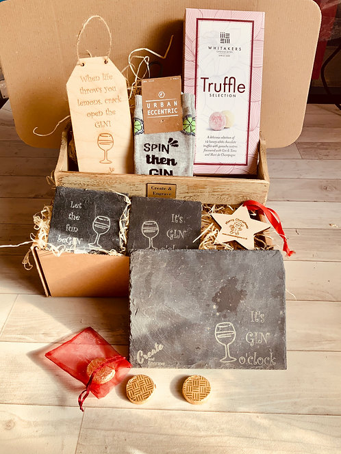 """""""Gin lover"""" Hamper with Wooden Tray."""