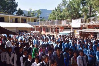 Pullover für die Kids der Mahakali Schule