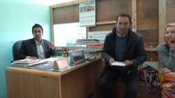Raj Kumar und Wiebke in der Schule