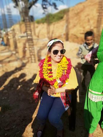 Jyoti zu Besuch auf der Baustelle