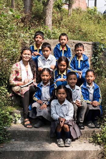 Alina, Linus, Annika, Vincent und Jyoti zu Besuch in Kharipati!
