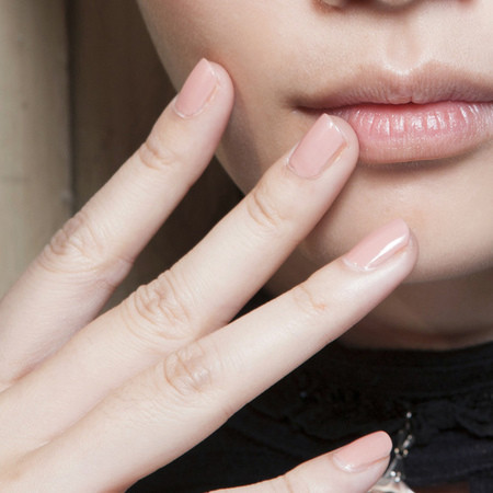 natural-nude-nails-trend-backstage-at-fashion-week-cividini-milan-fashion-week-s