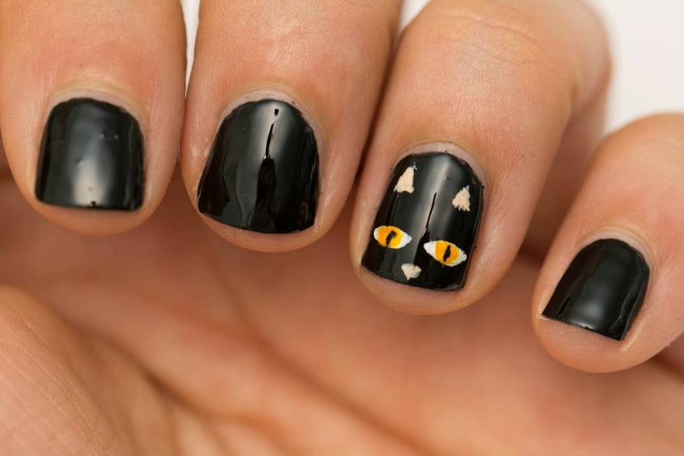 Creepy halloween nail art the foxbox express nail brow creepy halloween nail art the foxbox express nail brow services mobile beauty services solutioingenieria Choice Image