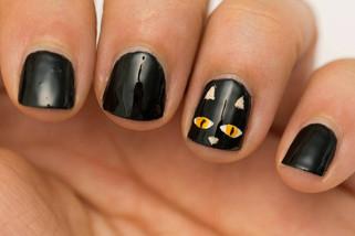 Creepy Halloween Nail Art