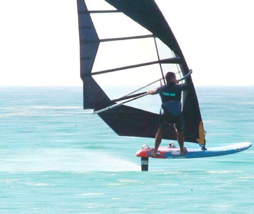 Gonzalo Costa Hoevel windsurffoil