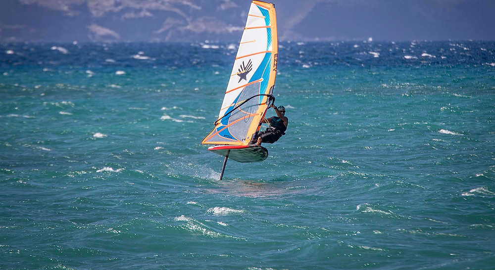 David Ezzy foiling with the Hydra Pro