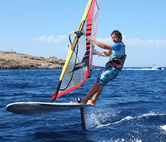 Windfoiling in Minorca