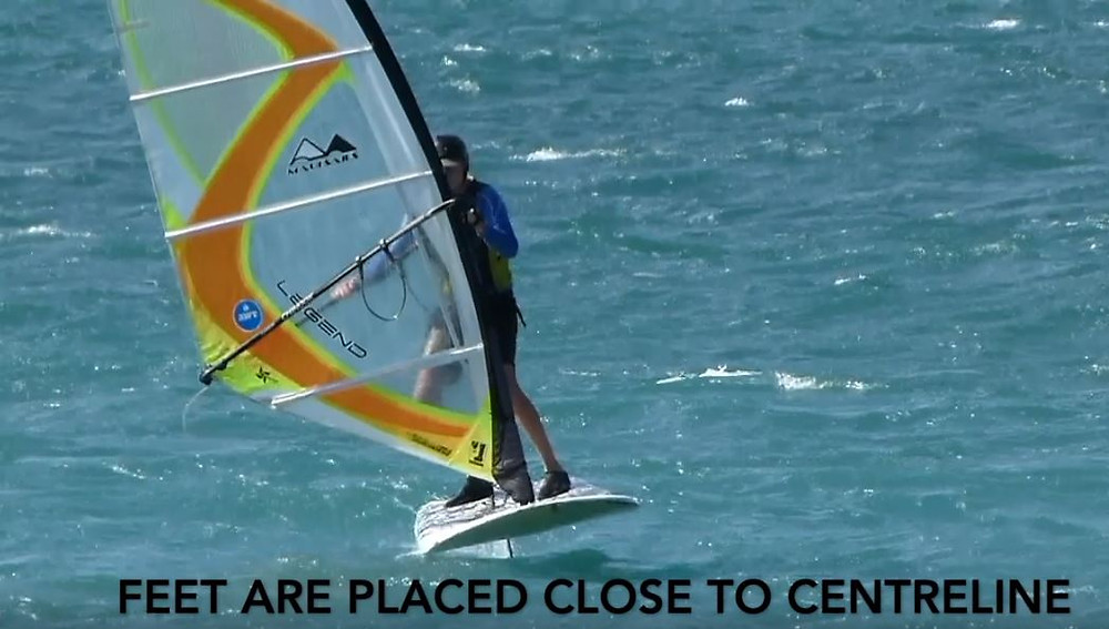 balanced position windfoiling