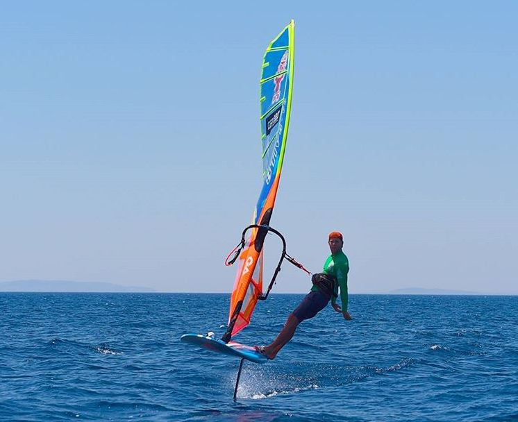 Relax sailing on the foil windsurfer