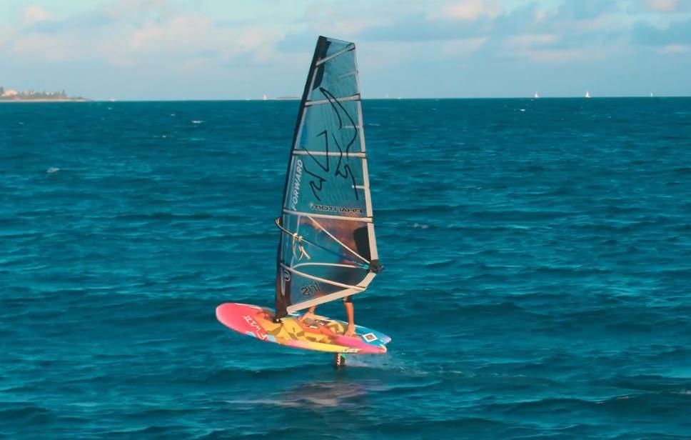 Strapless windsurf foiling