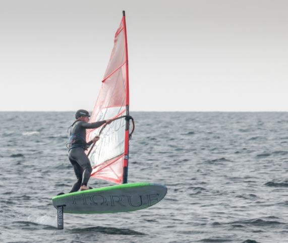 windsurf foil jibe on Horue board and Horue foil