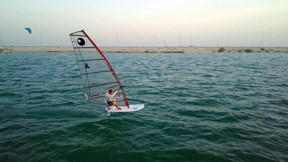 Windfoiling in Dubai with the alloy foil and the carbon foilboard