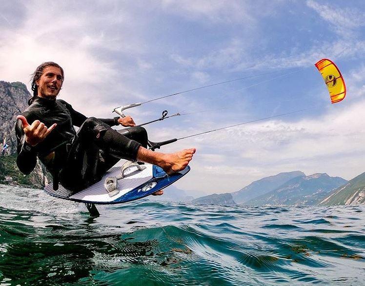 kitefoiling shaka