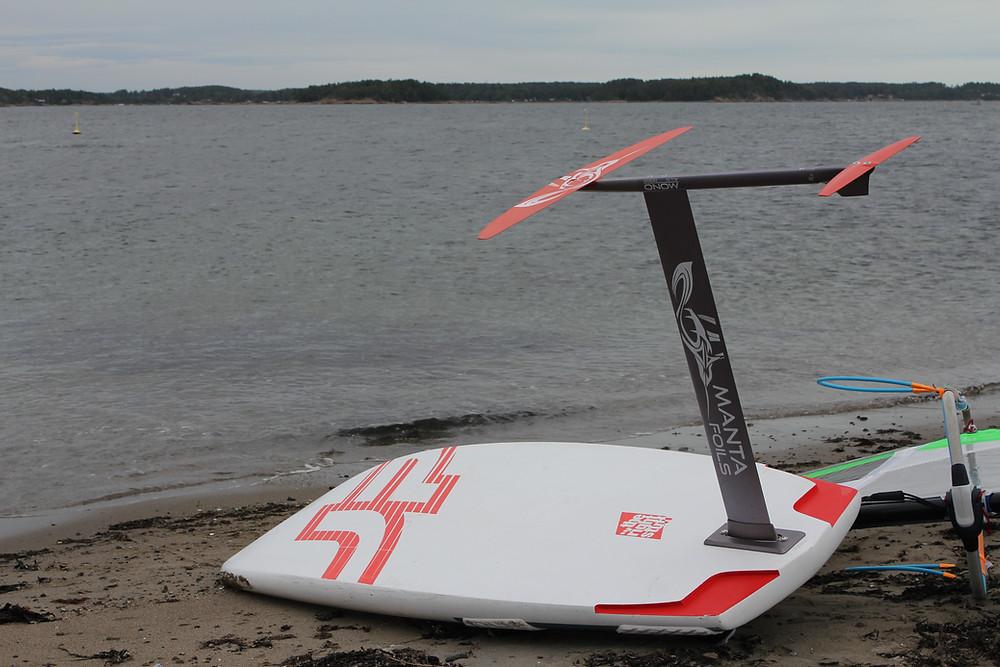 Mantafoils Mono windsurfing foil