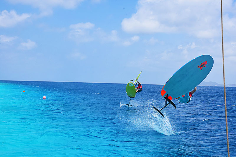 Windfoil jump in Bonaire