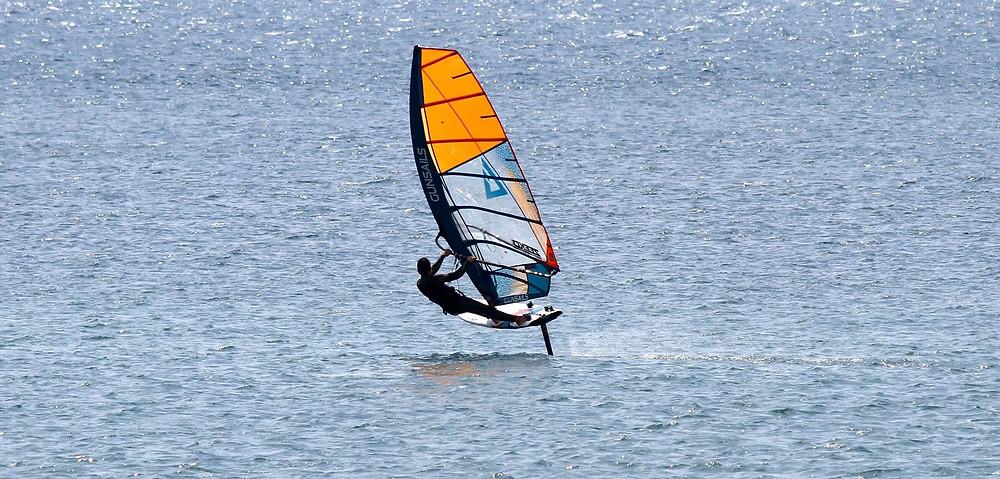 Foiling windsurf
