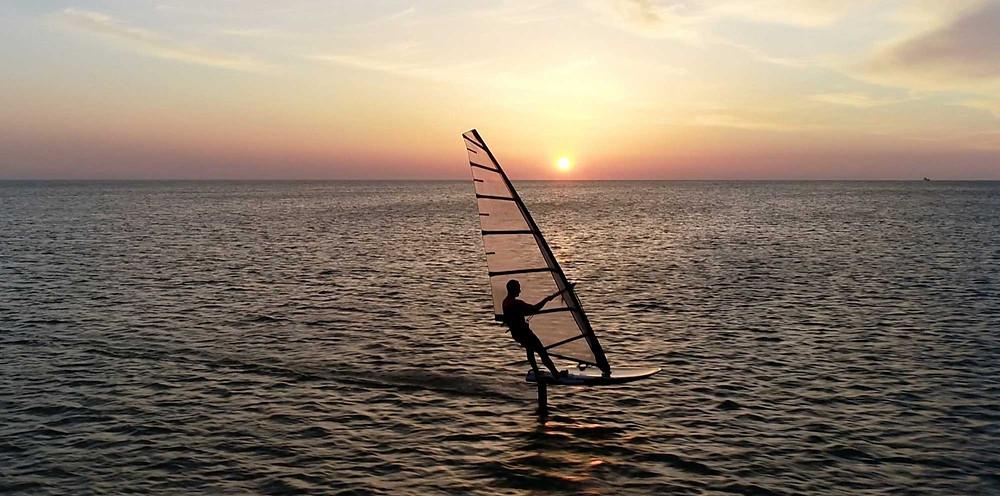 windfoil sunset benjamin tillier taaroa