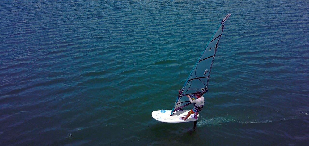 Mantafoil hydrofoil with the mantafoil full carbon foilboard