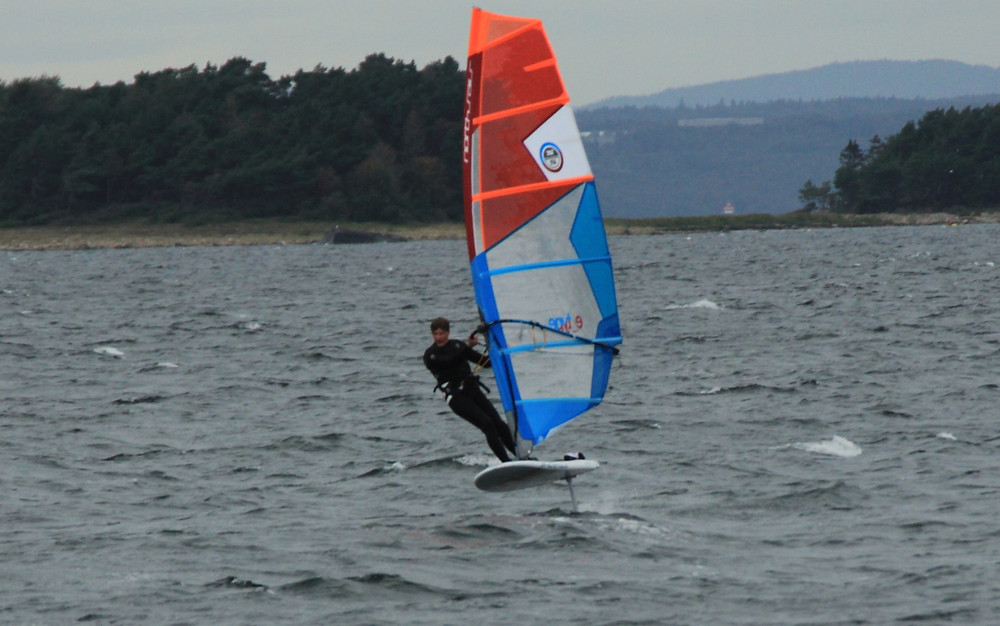 Full power foiling in 15 knots with the Mantafoils Mono