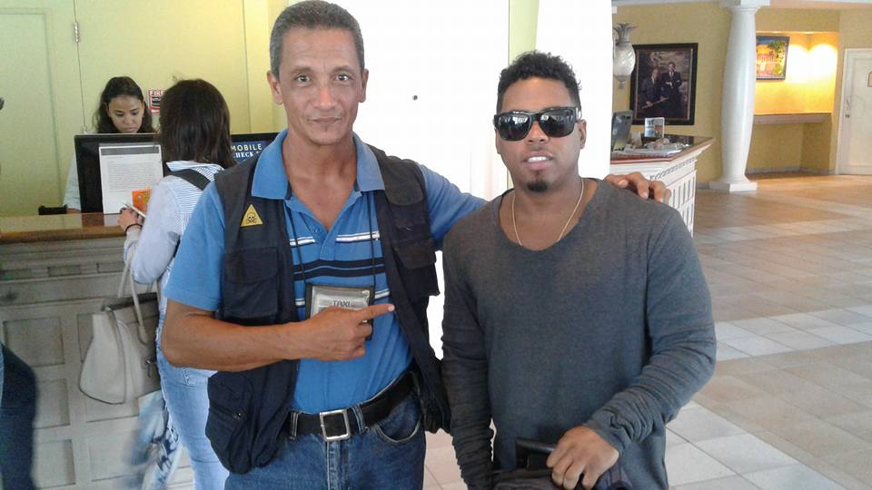 American singer with Taxi Max