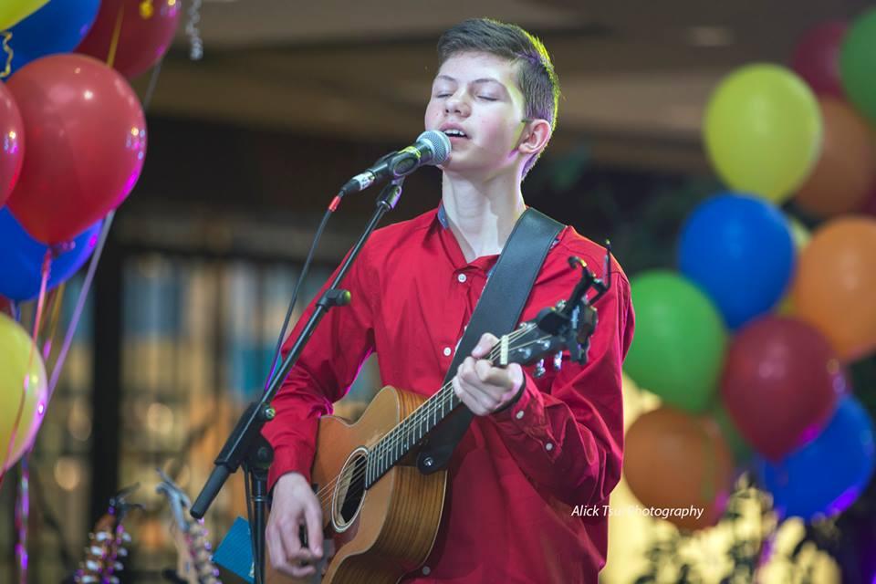 Thomas Singing
