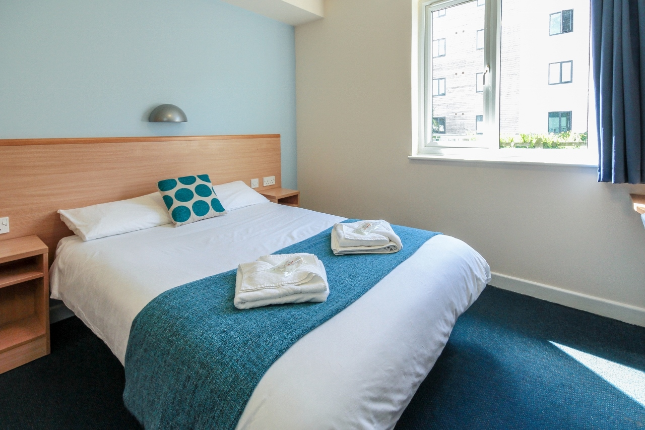 Double Bed Room in Falmouth