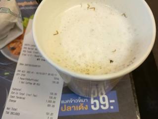 Cliente encontra pedaços de barata em café do McDonald's da Tailândia