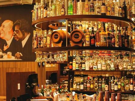 No elegante Bar da Churrascaria Palace ou na Orla Carioca, a Cambéba é sempre bem recebida.