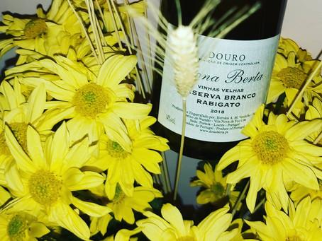 Que seja bem-vinda a Primavera!! Frescor e aromas delicados.  Brancos Dona Berta da Chico Carreiro!