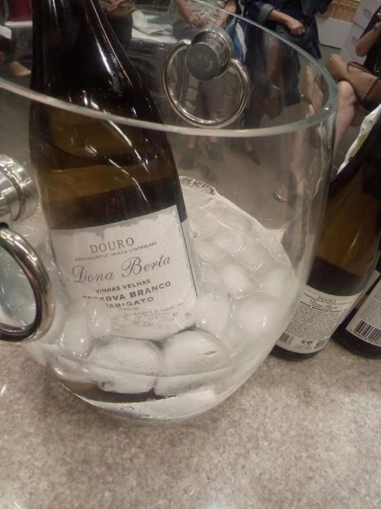 Dona Berta Vinhas Velhas Rabigato Reserva Branco safra 2016 - uma grande escolha. Um vinho leve e fresco de notável acidez