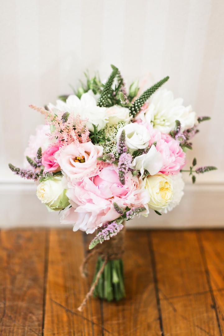 Bouquet de mariée rose et blanc pivoine